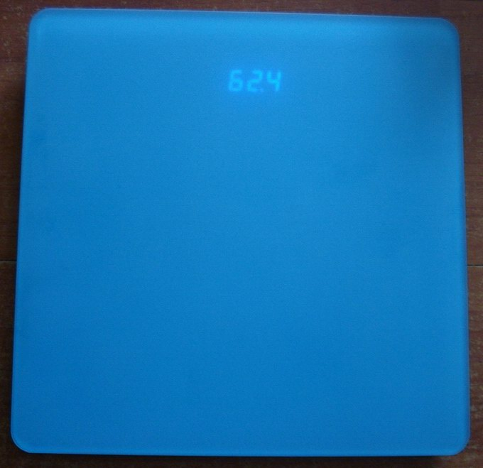 LED bathroom scale with antislip frosted platform